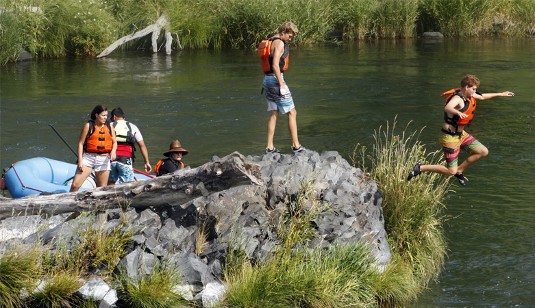 Family Rafting Deschutes River